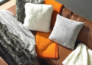 Textilien, wie Decken, Polster aller Art bei XXXLutz.