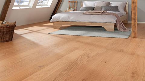 parketová podlaha dub postel