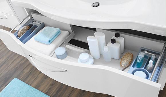 Waschbecken mit Schublade in weiß im cleanen Wellness Chic Look
