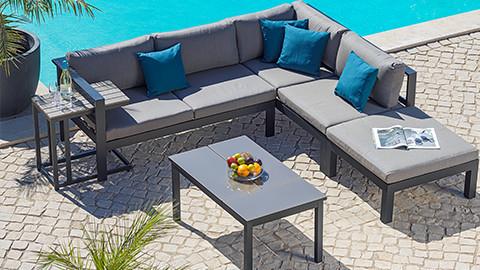 Braune Loungemöbel aus Polyrattan von XXXLutz.