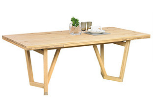 Jídelní stůl z pravého dřeva v XXXLutz.