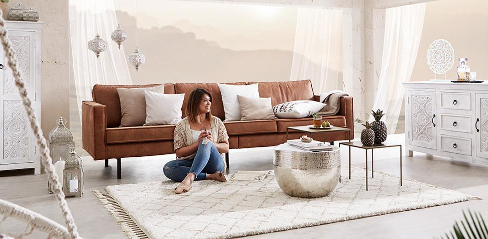 Wohnzimmer mit orientalischen Mustern und warmen Farben aufpeppen