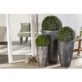 Crno srebrne duguljaste tegle sa zelenim biljem