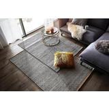 Rucno tkani sivi tepih sitnog kvadratnog izorka
