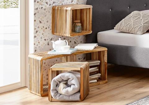 Holzregale im Skandinavischen Stil
