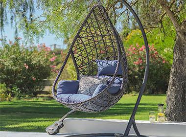 Moderna viseća fotelja s jastucima Lesnina XXXL