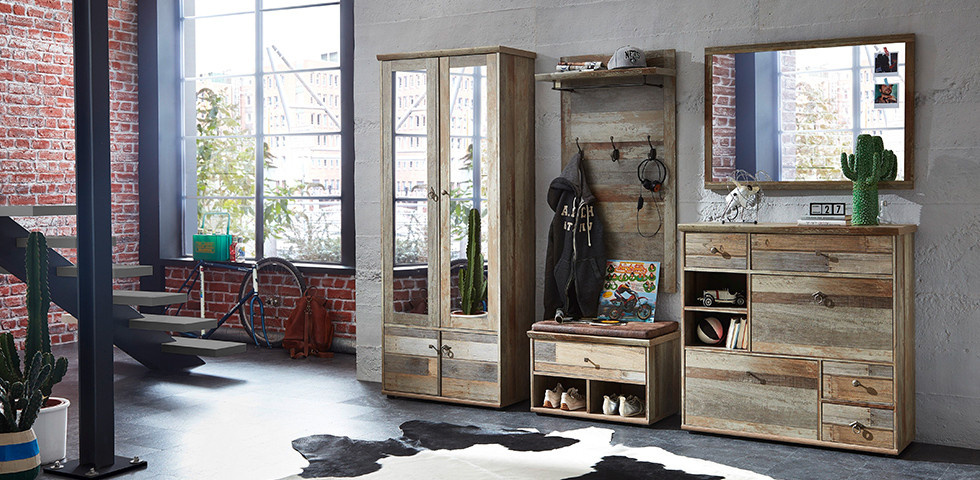 Garderobe im rustikalen Holzdesign