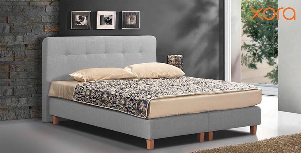 svijetlo sivi boxspring krevet