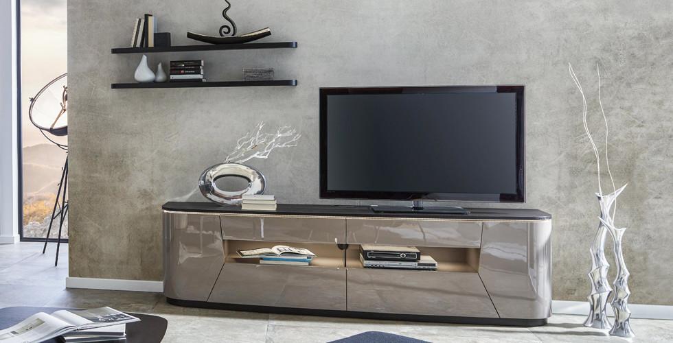 TV nábytek všech barev a tvarů v XXXLutz.