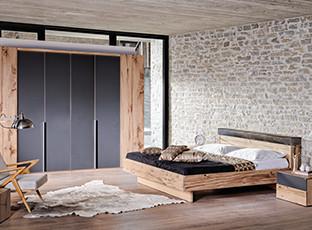 Entdecken Sie bei XXXLutz die schönsten Eichenholzschlafzimmer.