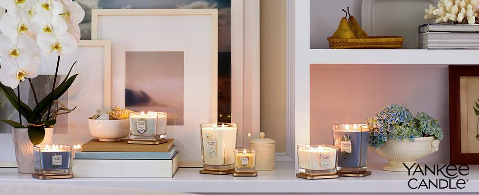 Yankee Candle verschiedene Ausführungen auf Wohnzimmerregal