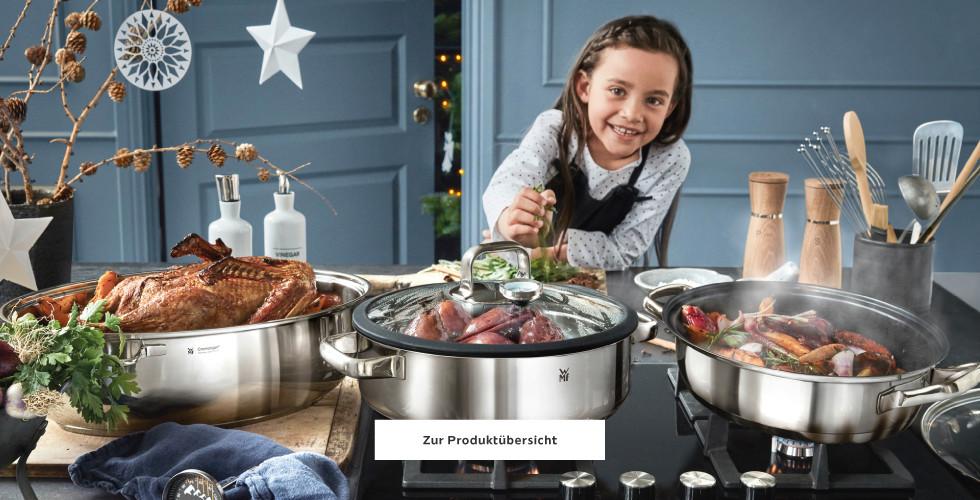 Kind mit Kochtöpfe