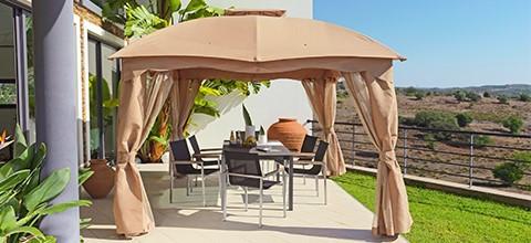 Ochrana proti slunci v podobě zahradního pavilonu různé barvy a tvary XXXLutz.