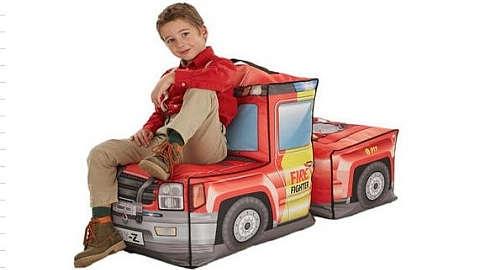 Crvena dječja vreća za sjedenje u obliku kamiona