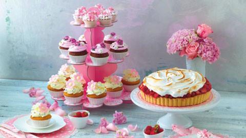 Zauberhafte Kuchen und Muffins perfekte verzieren mit Zubehör XXXLutz.