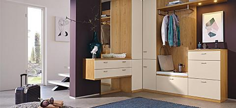 XXXLutz bietet individuelle Planungsmöglichkeiten von Garderoben.