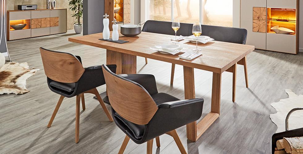 Jídelní stůl z dřevěných desek Valnatura v XXXLutz.