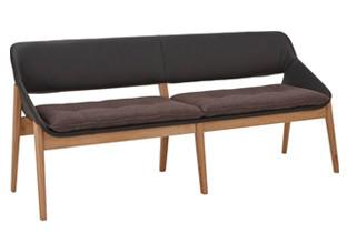 Sedací lavice s hnědým potahem pro vaši jídelnu.