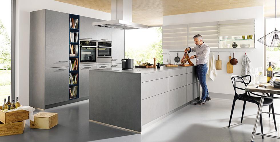 marmor kuche mit beton wand minimalistisch design, rost, beton & co | küchentrends im praxischeck xxxlutz, Design ideen