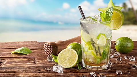 Koktejly & sklenice na míchané nápoje