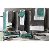 Zeleni, crni i bijeli ručnici za tuširanje i saunu
