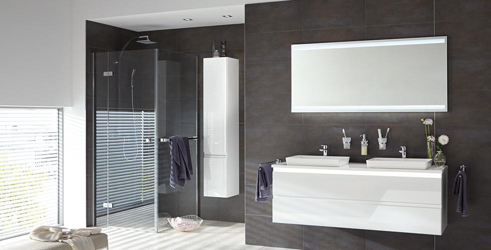 Spiegel Und Deckenbeleuchtung Im Badezimmer
