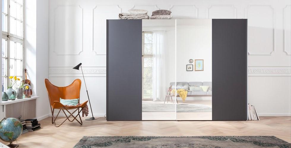 Objevte moderní šatní skříň s posuvnými dveřmi od XXXLutz.
