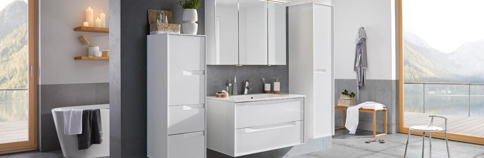 Moderna kopalnica v beli barvi