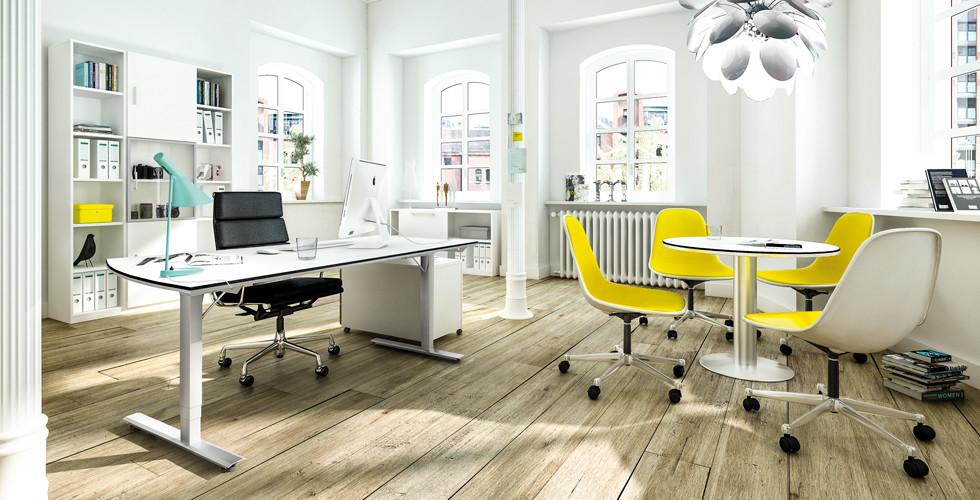 Grundausstattung des Arbeitszimmers mit Schreibtisch, Bürostuhl, Regalsystem bei XXXLutz.
