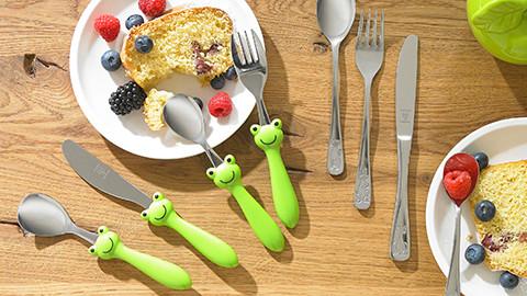 Babybesteck froschgrün und silber kuchen mit beeren