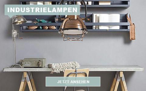 Arbeitstisch mit Industrielampe