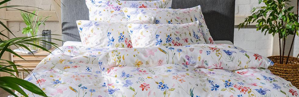 Bettwäsche mit Blumenmotiv