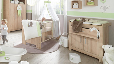 Wickelkommode und Kinderbett in Holzoptik