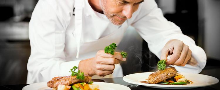 XXXL  Restaurant - Essen anrichten