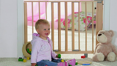 Babytürschutzgitter aus Holz