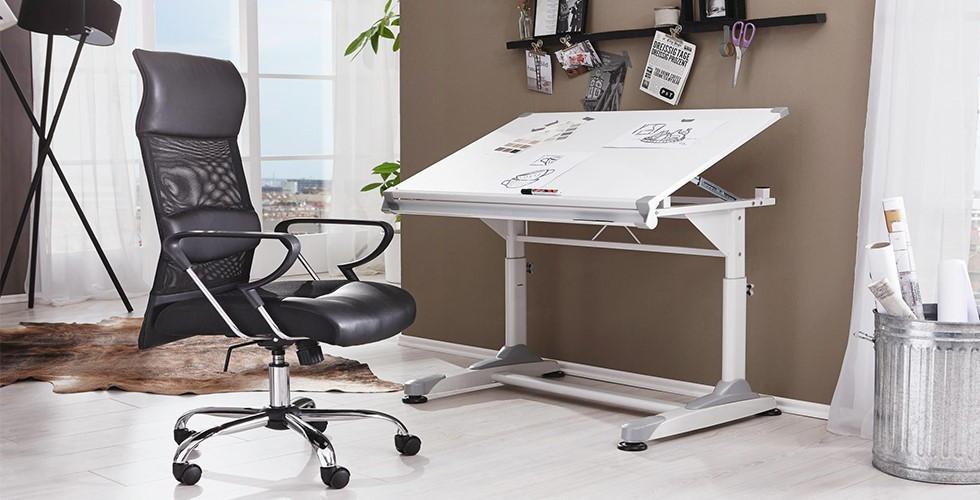 V XXXLutz najdete výškově nastavitelné a sklopné psací stoly pro jakékoli požadavky.