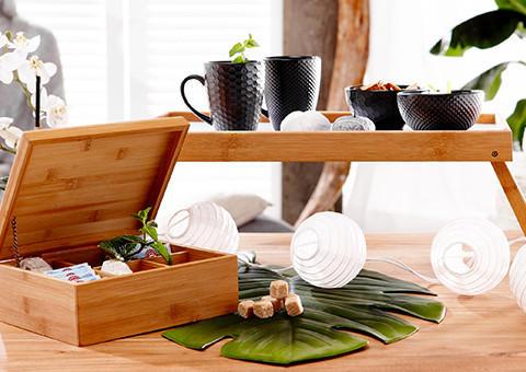 Teeservice in schwarz und Accessoires in Bambusoptik