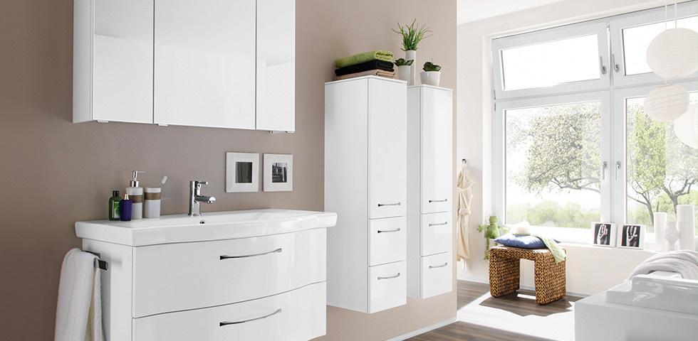 weißes Badezimmer im Wellness Chic Stil einrichten