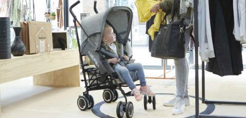 grauer Kinderwagen der Marke Koelstra
