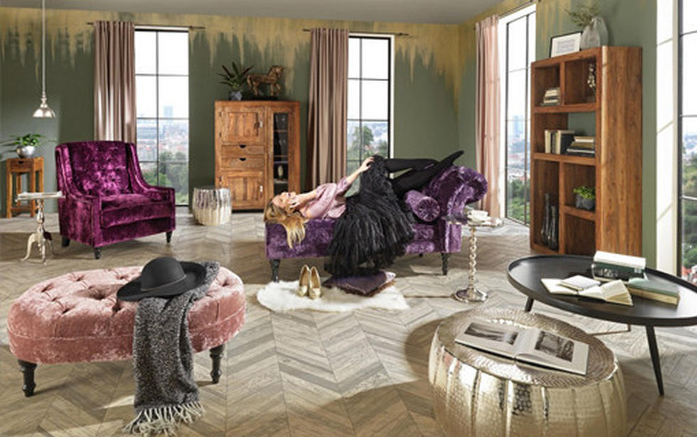 Drzno, dekadentno opremljen dnevni prostor