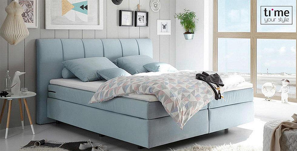 svijetlo plavi boxspring krevet