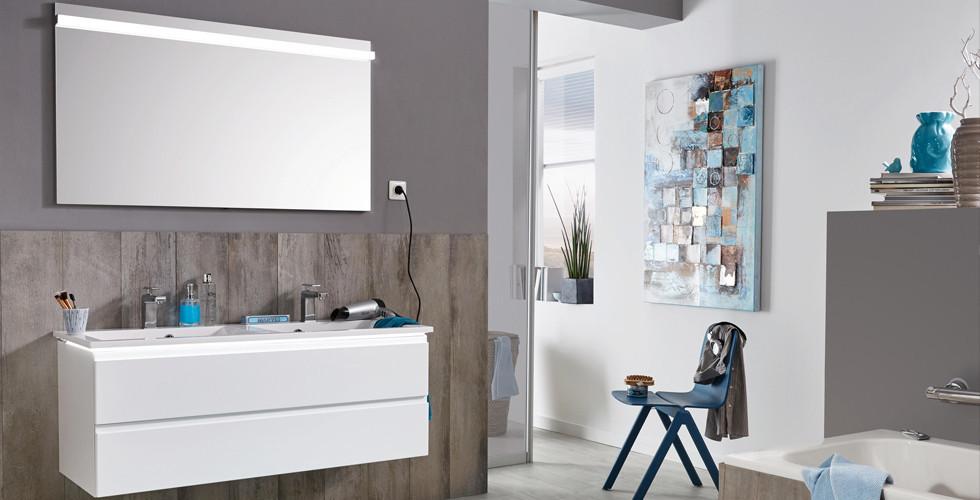 XXXLutz bietet Badezimmermöbel für jeden Geschmack in unterschiedlichsten Stilen und modernen Farbtönen wie Polarweiß.