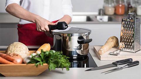 Schnelles, gesundes Kochen mit dem Schnellkochtopf von XXXLutz.