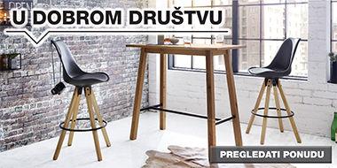 drveni barski stol i crne barske stolice