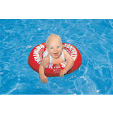 Beba s crvenim šlaufom u bazenu