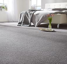 Teppichboden grau Bett