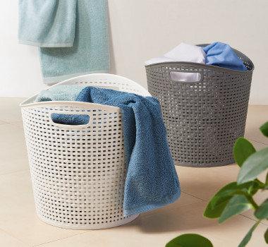 Frühjahrsputz Haushalt Wäschekörbe Handtücher