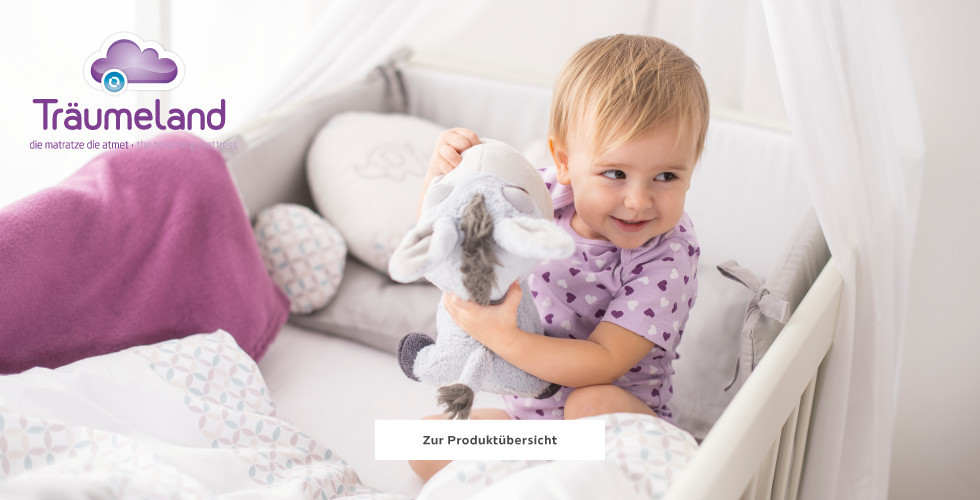 Träumeland Baby in Gitterbett Babytextilien