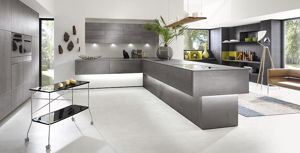 Arbeitsplattenbeleuchtung und Raumausleuchtung einer Küche