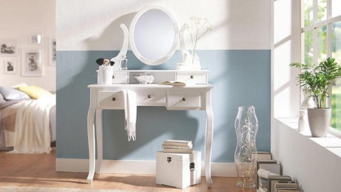 bijeli romantični stol za šminkanje